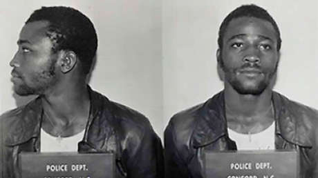 EE.UU.: Ponen en libertad a un afroamericano tras pasar 44 años en prisión por una violación que asegura no haber cometido