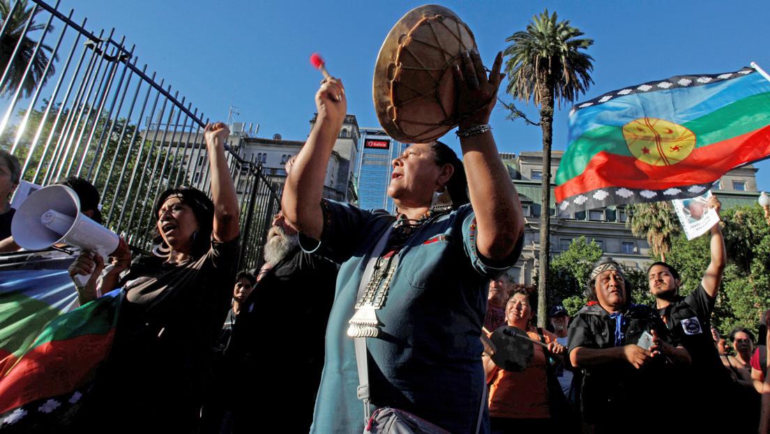 """""""O nos entregan tierras aptas y suficientes, o va a haber problemas"""": El histórico conflicto mapuche 'reaparece' en Argentina"""