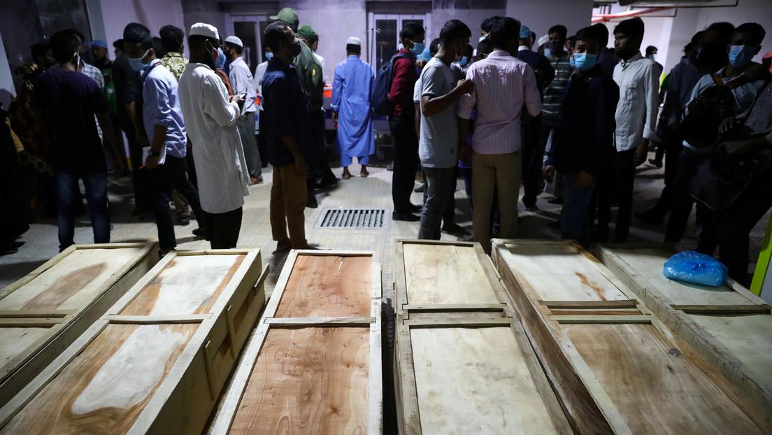 Al menos 19 personas mueren tras una explosión por una fuga de gas en una mezquita de Bangladés