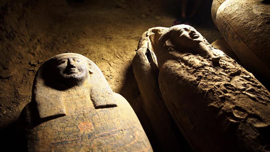 VIDEO: Descubren en Egipto 13 sarcófagos de 2.500 años de antigüedad completamente sellados y en perfectas condiciones