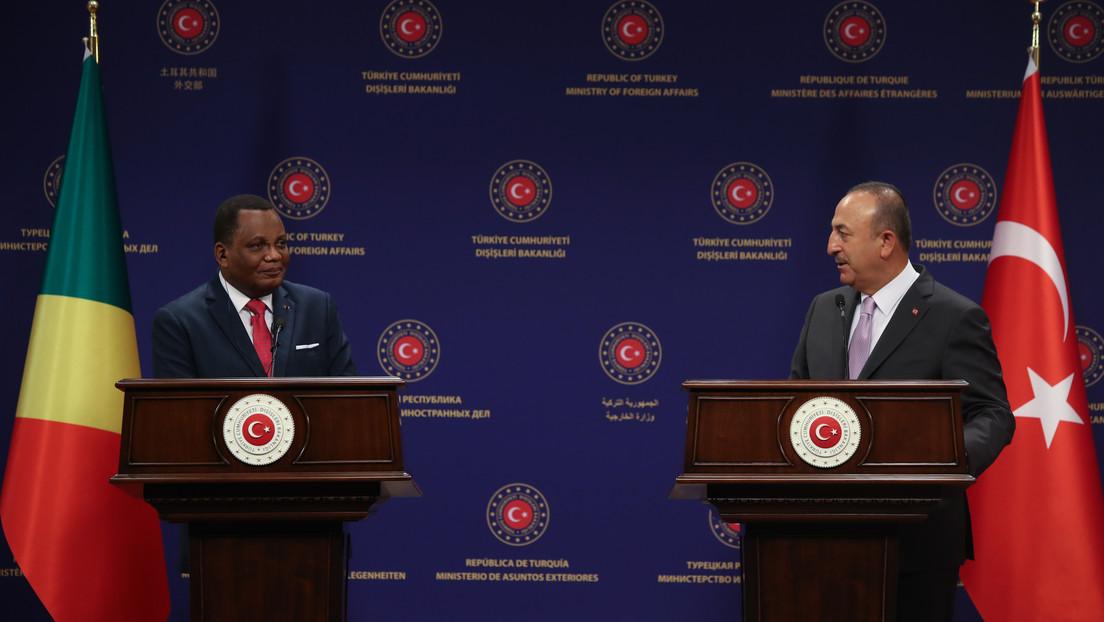 """""""Gracias, querido"""": los ministros de Exteriores de Turquía y del Congo sorprenden al agradecerse mutuamente en ruso (VIDEO)"""