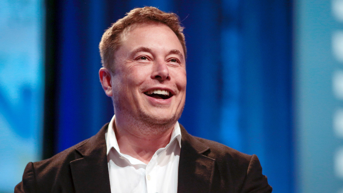 Elon Musk olvida el nombre de su hijo X Æ A-Xii al preguntársele cómo está