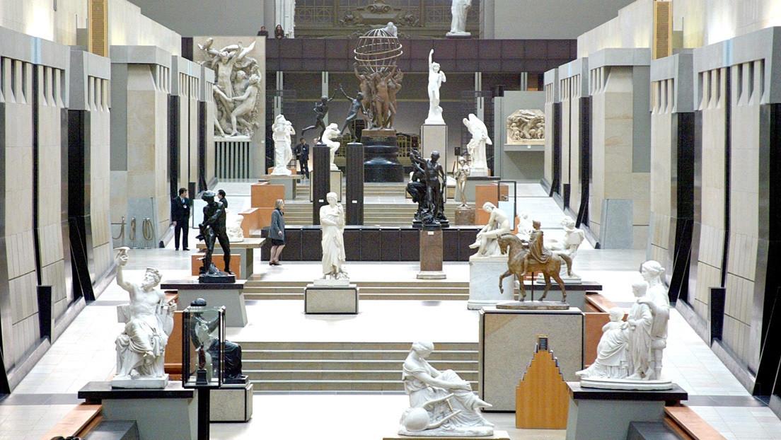 Un prestigioso museo francés niega la entrada a una visitante por su escote