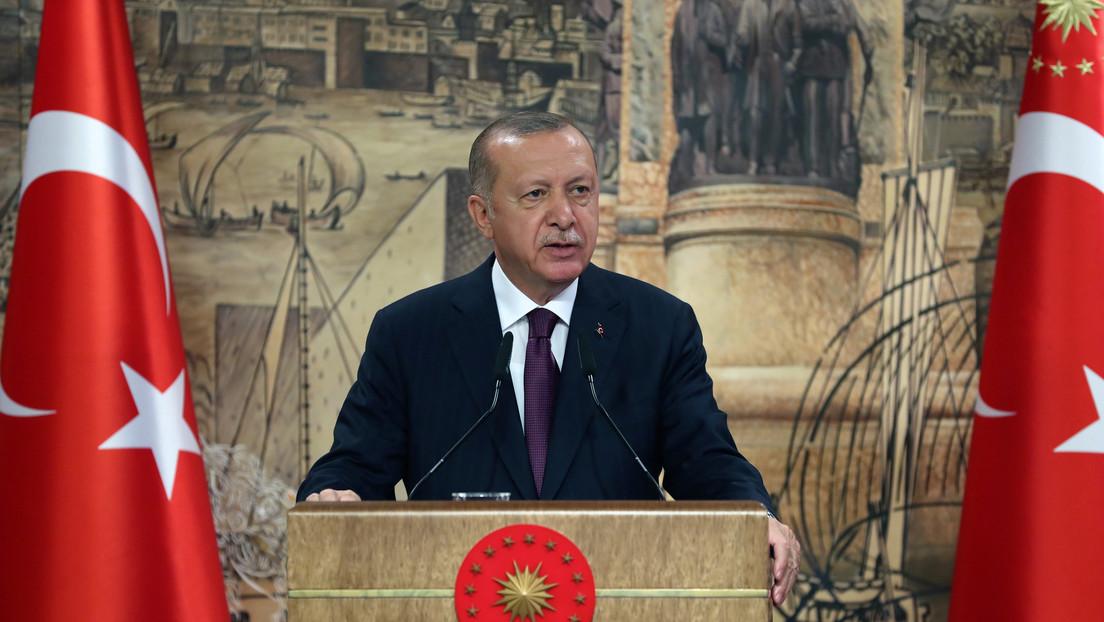 """Erdogan advierte a Macron que """"no se meta"""" con Ankara tras las críticas del presidente francés a las actividades turcas en el Mediterráneo"""