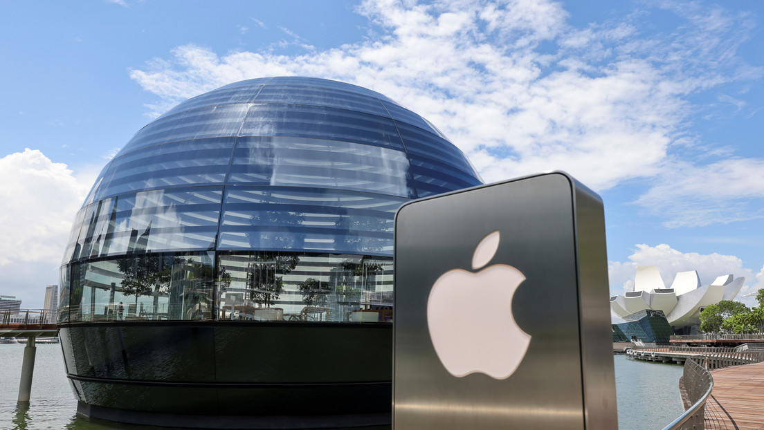 Apple is imposing new conditions on the App Store to regulate streaming video games and in-app payment services