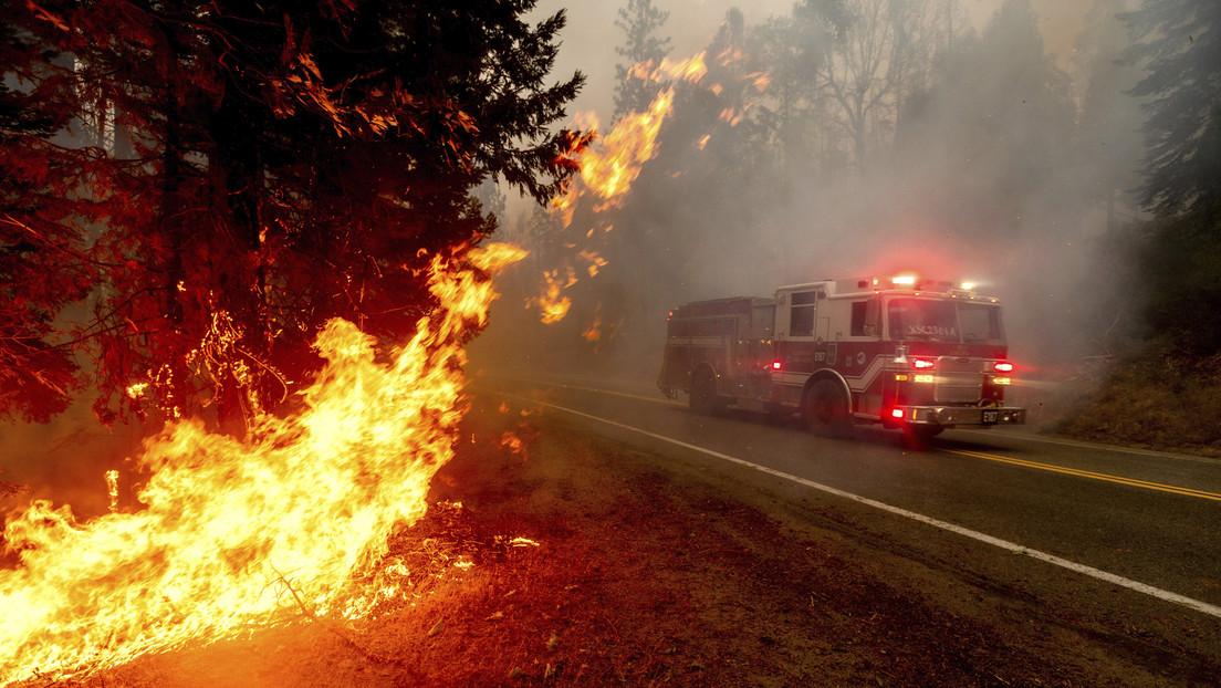 VIDEO: Capta un enorme remolino de fuego provocado por fuertes incendios forestales en California
