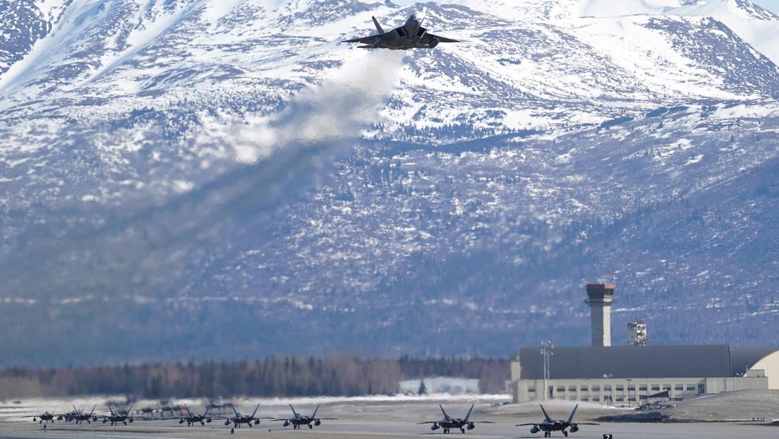 EE.UU. despliega un número sin precedentes de cazas de quinta generación cerca de la fronetra con Rusia en Alaska