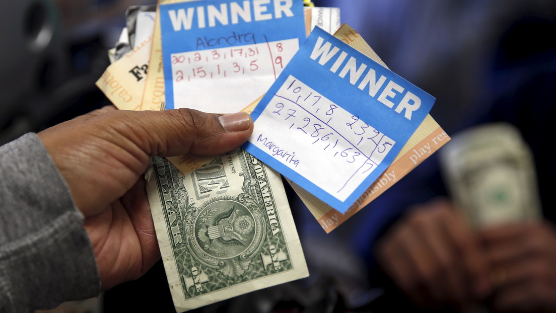 Un conductor apuesta durante 20 años a los mismos números y gana 2 millones de dólares en la lotería