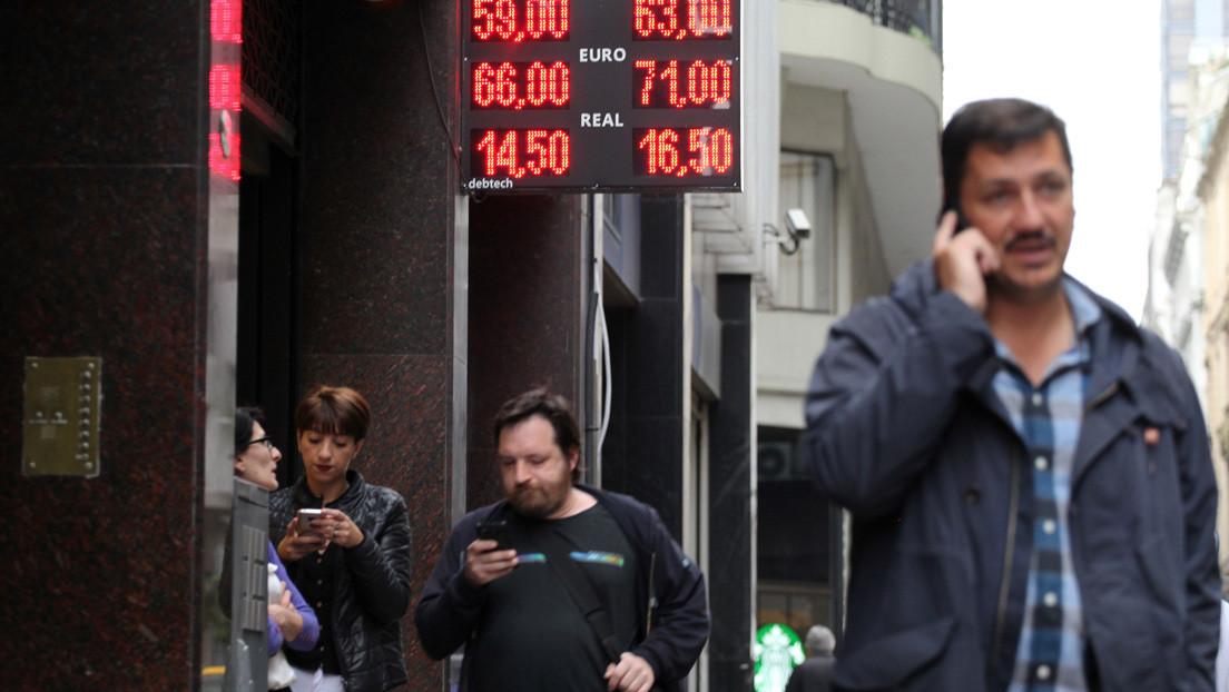 Por qué Argentina endurece el 'cepo al dólar' y cómo afecta a los ahorristas