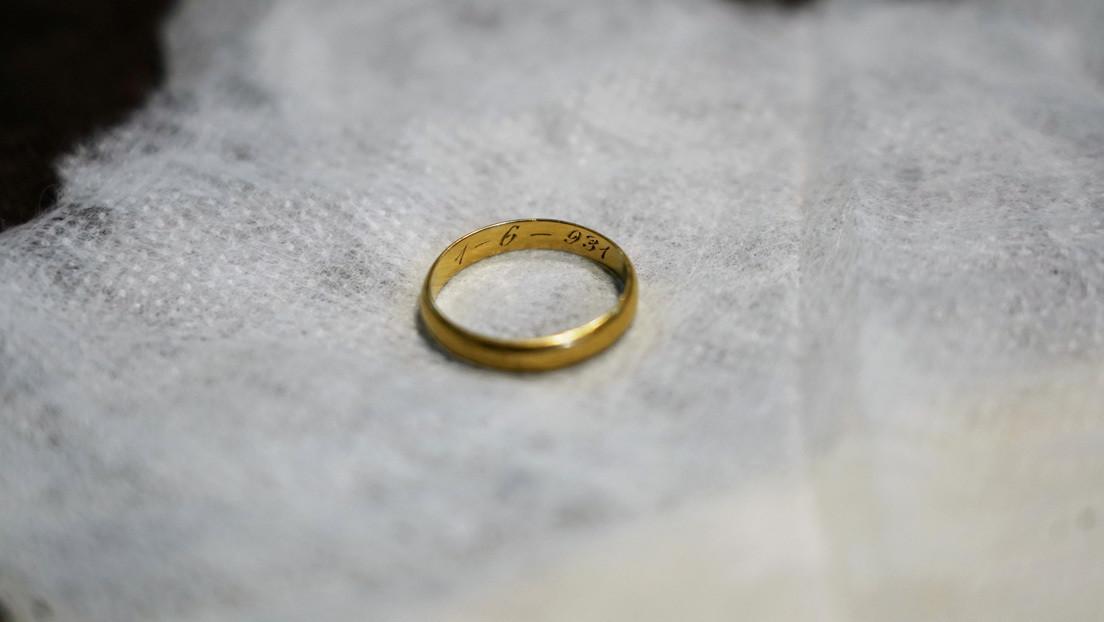Un anillo de boda hallado en una fosa común de la Guerra Civil española cierra una herida familiar tras más de 80 años