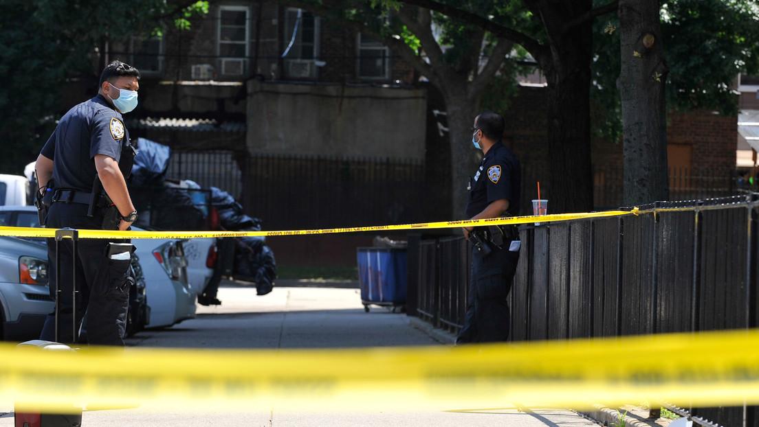 Estudiantes que tomaban una clase virtual escuchan cuando una mujer es asesinada a tiros en EE.UU.