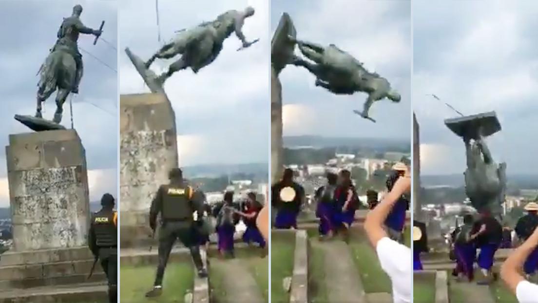 """""""500 años de esclavitud"""": Indígenas Misak derriban la estatua del conquistador español Sebastián de Belalcázar en Colombia (VIDEO)"""