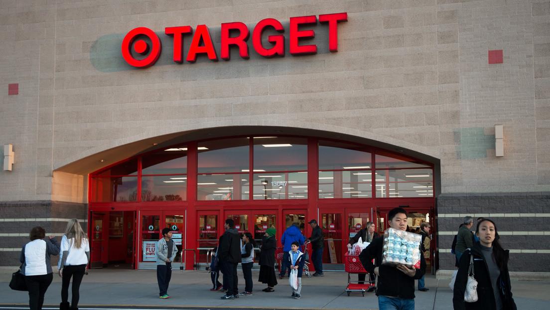 """""""Quítate la mascarilla"""": un grupo de personas se toma una tienda de EE.UU para protestar por el uso de cubrebocas (VIDEO)"""