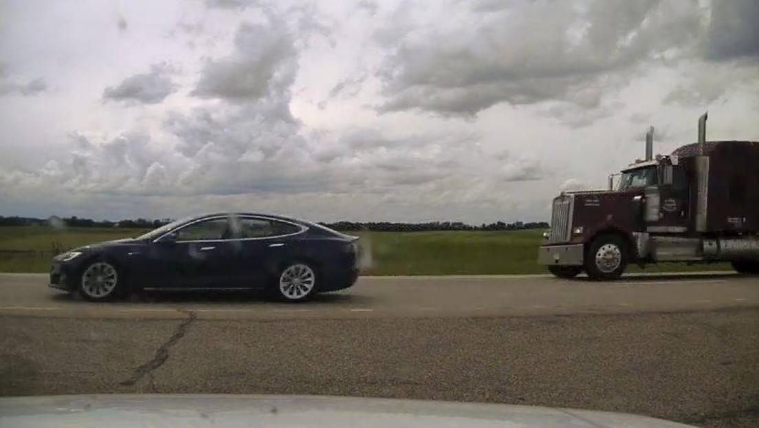 El conductor de un de Tesla con piloto automático se queda dormido a 140 km/h