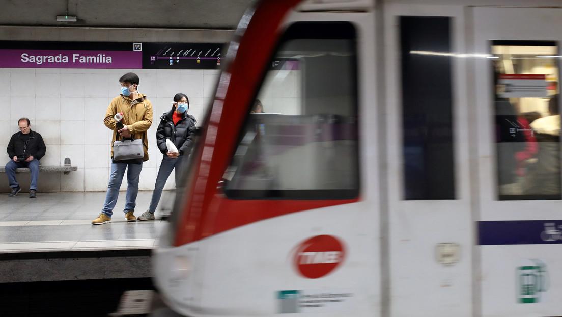 VIDEO: Violenta pelea a puñetazos entre dos vigilantes de seguridad en el metro de Barcelona