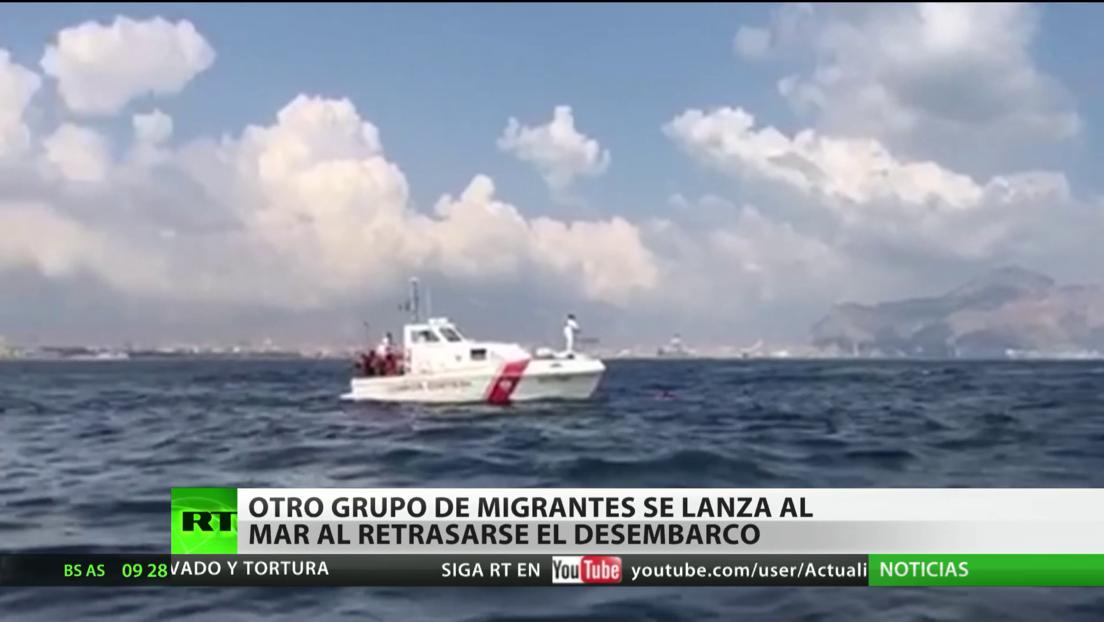 Un nuevo grupo de inmigrantes se lanza al mar frente a las costas italianas tras retrasarse el permiso para desembarcar