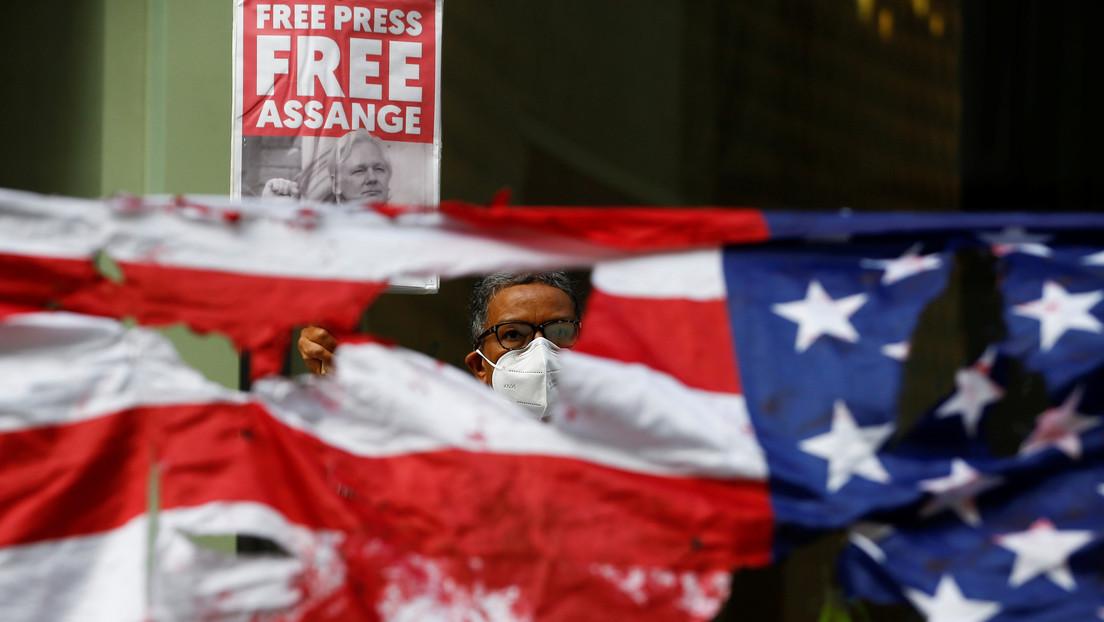 Abogada: Trump ofreció a Assange un indulto si revelaba la fuente del 'hackeo' de correos demócratas de 2016