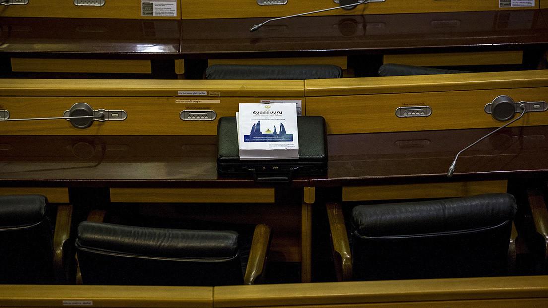 Sorprenden a un parlamentario tailandés viendo porno en plena reunión de la Cámara para debatir el presupuesto