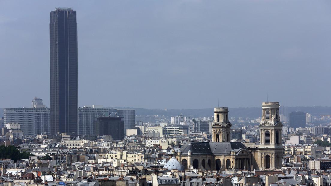 Arrestan a un hombre que intentó escalar sin seguridad el edificio más alto de París (VIDEOS)