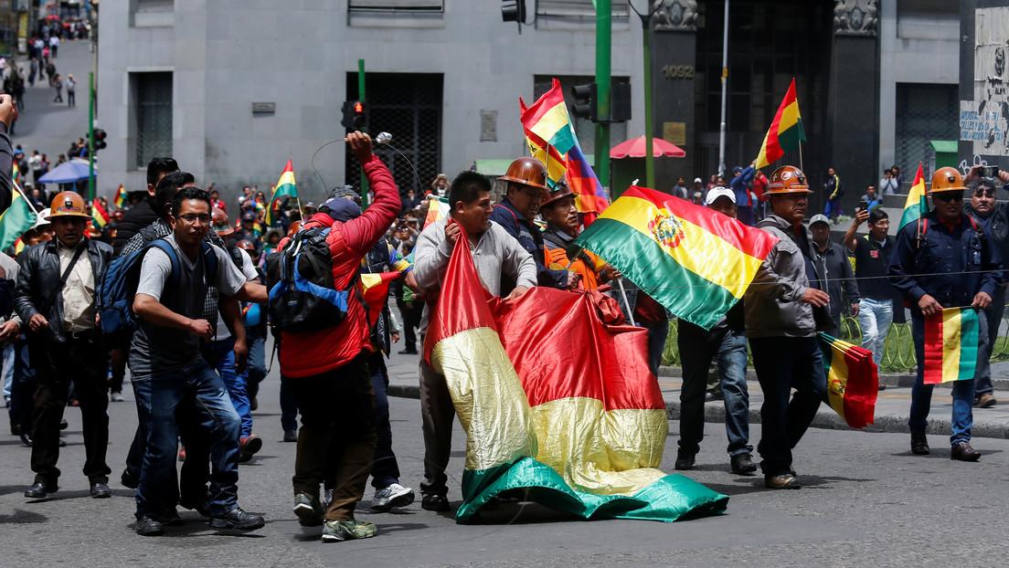 Bolivia: Desalojan violentamente a simpatizantes del MAS mientras hacían campaña en una plaza (FOTOS, VIDEO)