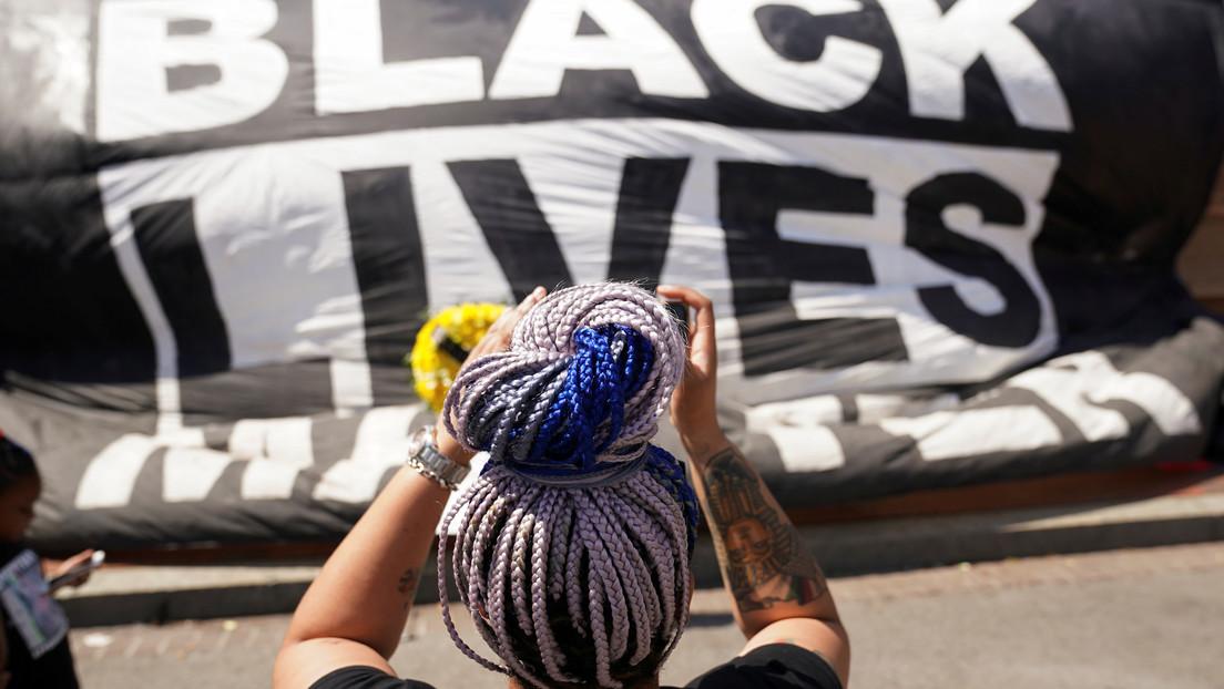 """""""Siento el daño que he causado"""": Otra activista blanca confiesa que fingió ser negra durante varios años"""