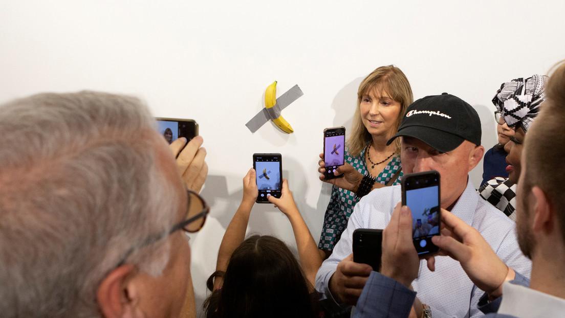 El Guggenheim de Nueva York recibe para su colección la polémica obra de la banana pegada con cinta adhesiva