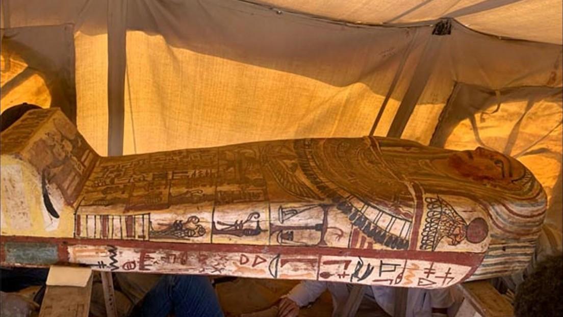 Descubren 27 sarcófagos de hace más de 2.500 años tras el hallazgo de un nuevo pozo funerario en ...