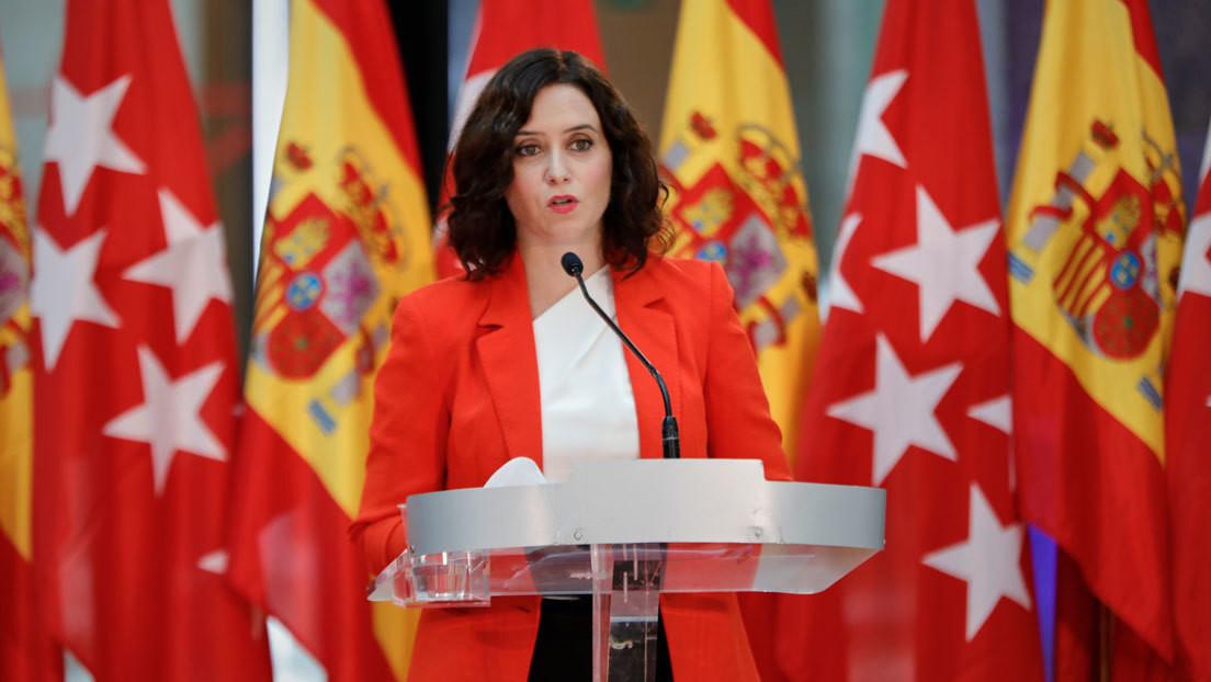 """""""Menos banderas y más enfermeras"""": La presidenta de Madrid afirma que """"no hay médicos en España"""" y la Red estalla"""