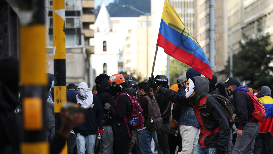 VIDEOS: Gases lacrimógenos y bombas aturdidoras en las protestas contra la brutalidad policial en Colombia