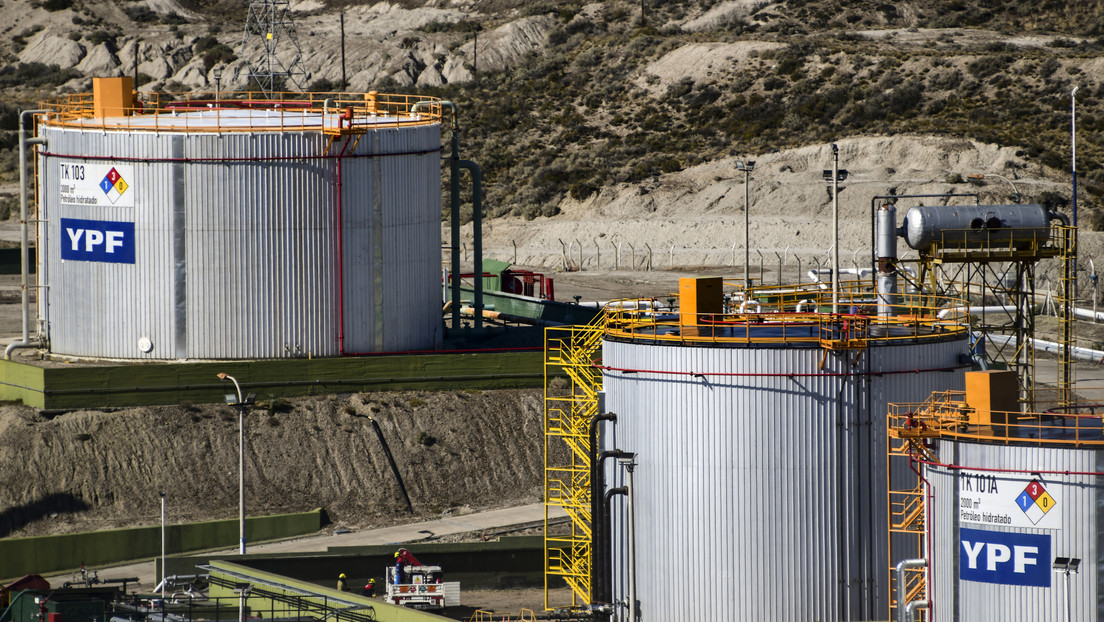 """La Justicia argentina suspende un contrato entre la petrolera YPF y una naviera por posible """"defraudación"""" durante el macrismo"""