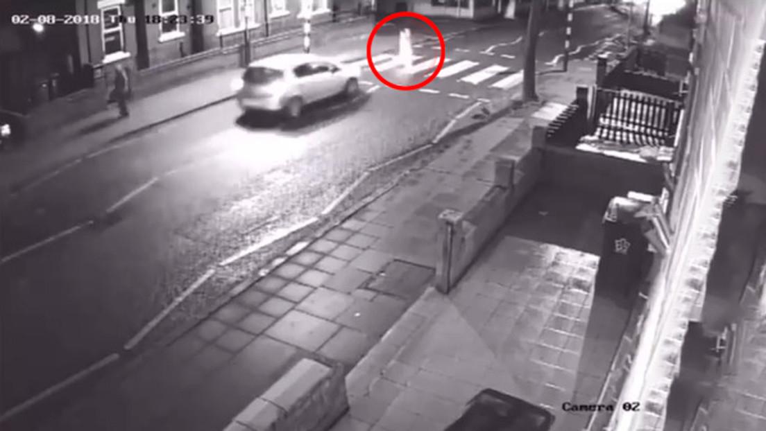 Una mujer atropella a un peatón de la tercera edad y se da a la fuga sin saber que la víctima es su suegro (VIDEO)