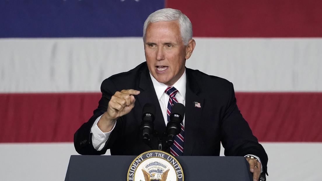 Reportan que el avión del vicepresidente Mike Pence tuvo que dar la vuelta y aterrizar en Nuevo Hampshire, tras una colisión con un ave