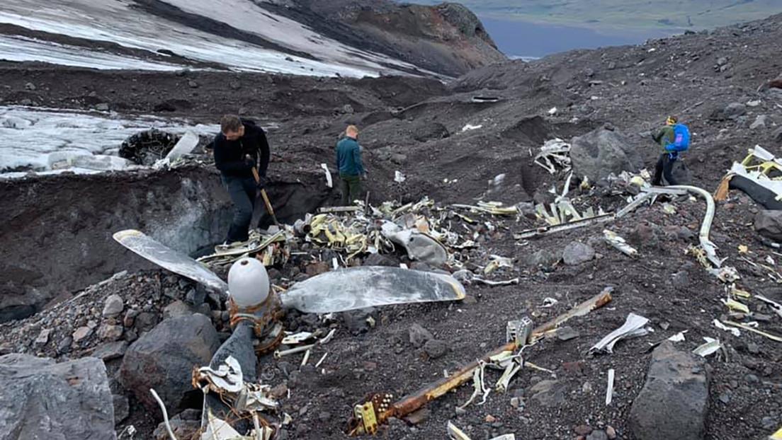 FOTOS: Los restos de un bombardero de EE.UU. 'emergen' del glaciar islandés contra el que se estrelló durante la II Guerra Mundial