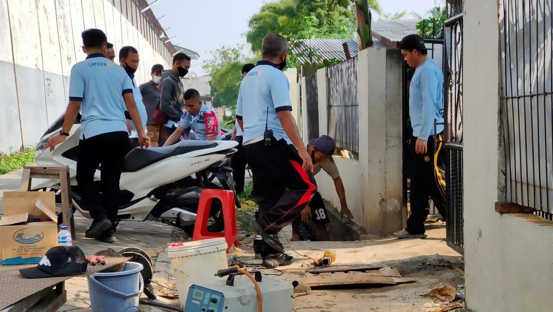 VIDEO: Un narcotraficante chino condenado a muerte se fuga en Indonesia tras excavar un túnel de 30 metros
