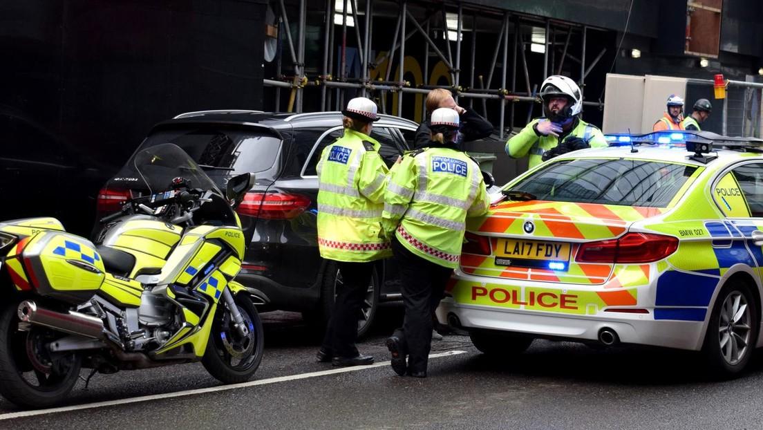 Un detenido mata a tiros a un policía y trata de suicidarse en Londres