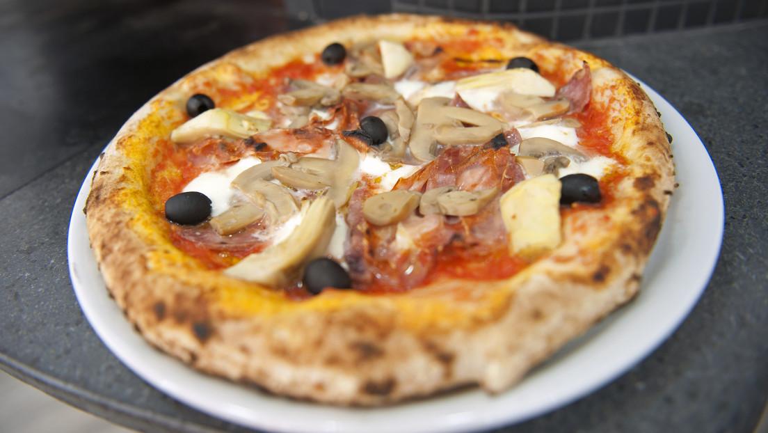 Abuelito repartidor de pizza recibe una gran propina