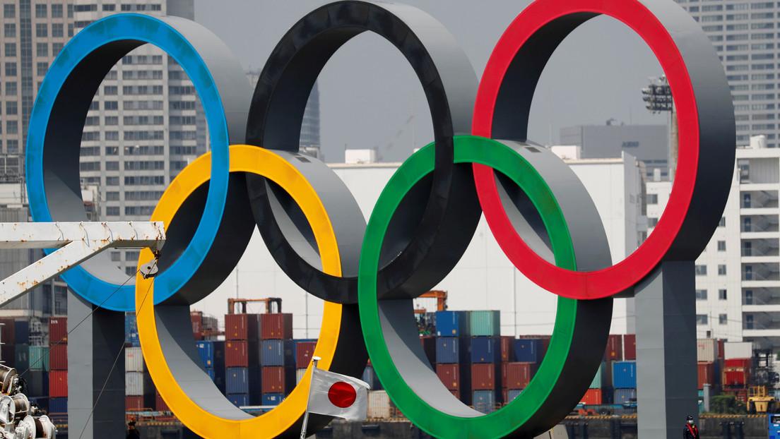 """""""Japón está decidido a celebrar los Juegos Olímpicos en el 2021 como prueba de que la humanidad derrotó la pandemia"""", afirma el primer ministro nipón"""