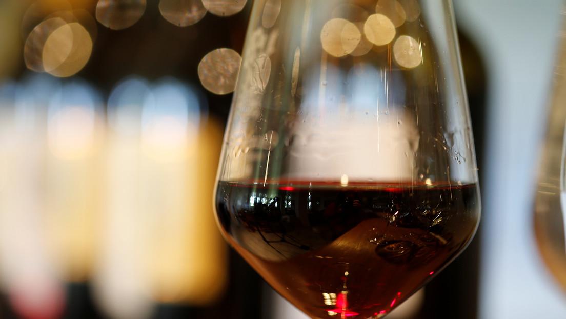 VIDEO: Más de 50.000 litros de vino 'inundan' una bodega en España tras dañarse un depósito