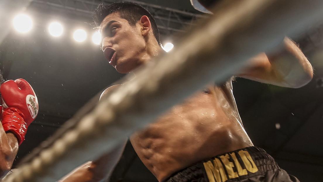 VIDEO: Devastador nocaut deja inconsciente de pie a un boxeador antes de desplomarse en la lona