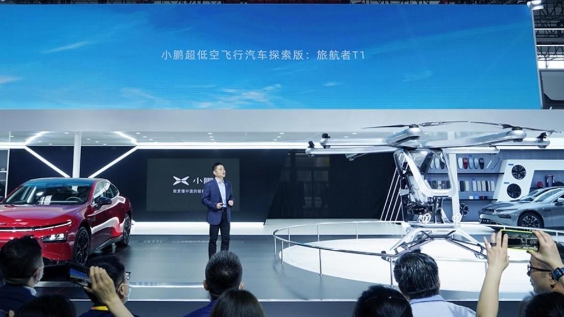 Un rival chino de Tesla presenta un prototipo de automóvil volador (FOTO)