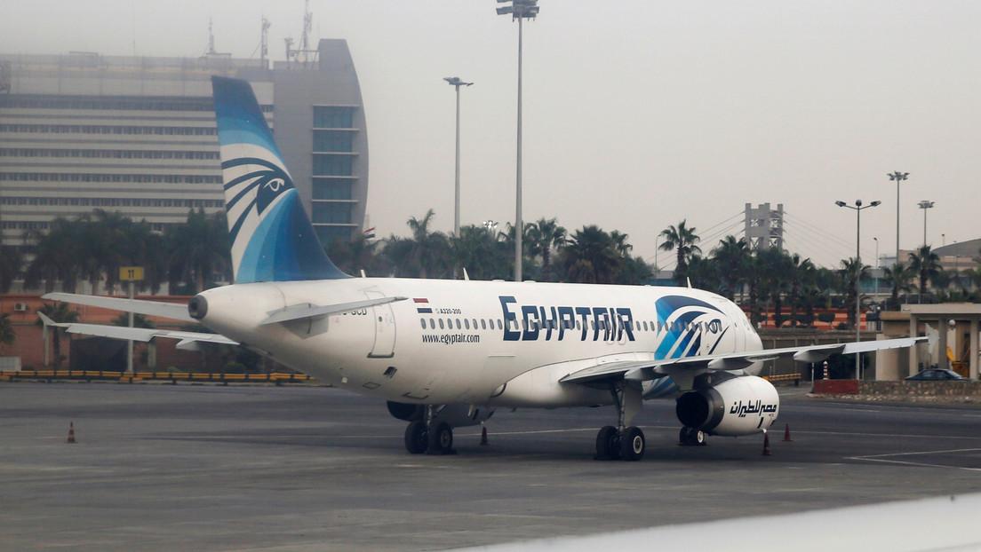 Bebé nace en pleno vuelo y la aerolínea le regala pasajes de por vida (FOTO)