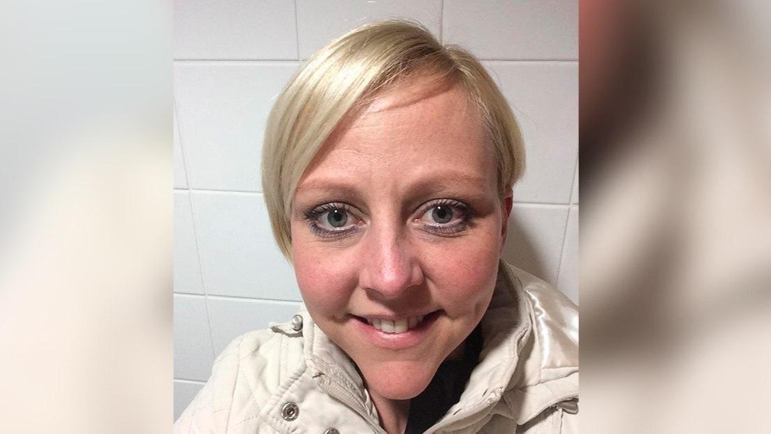 Una policía muere arrollada por un tren mientras hablaba por teléfono con sus padres, que habrían logrado convencerla de no suicidarse momentos antes