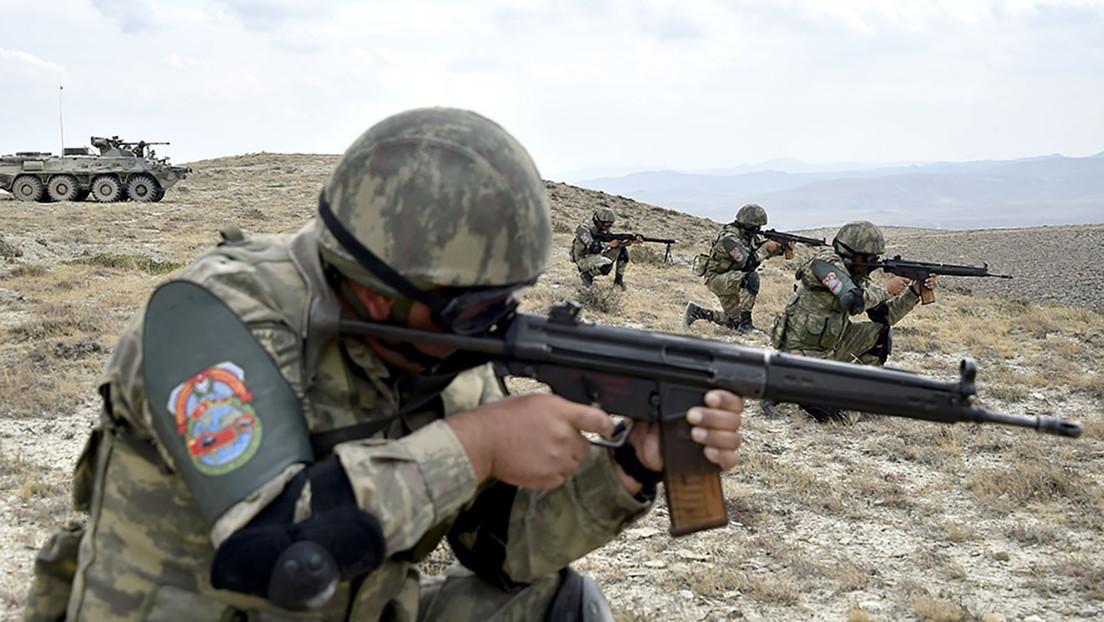 Azerbaiyán declara el estado de guerra en varias regiones del país en medio del enfrentamiento militar con Armenia