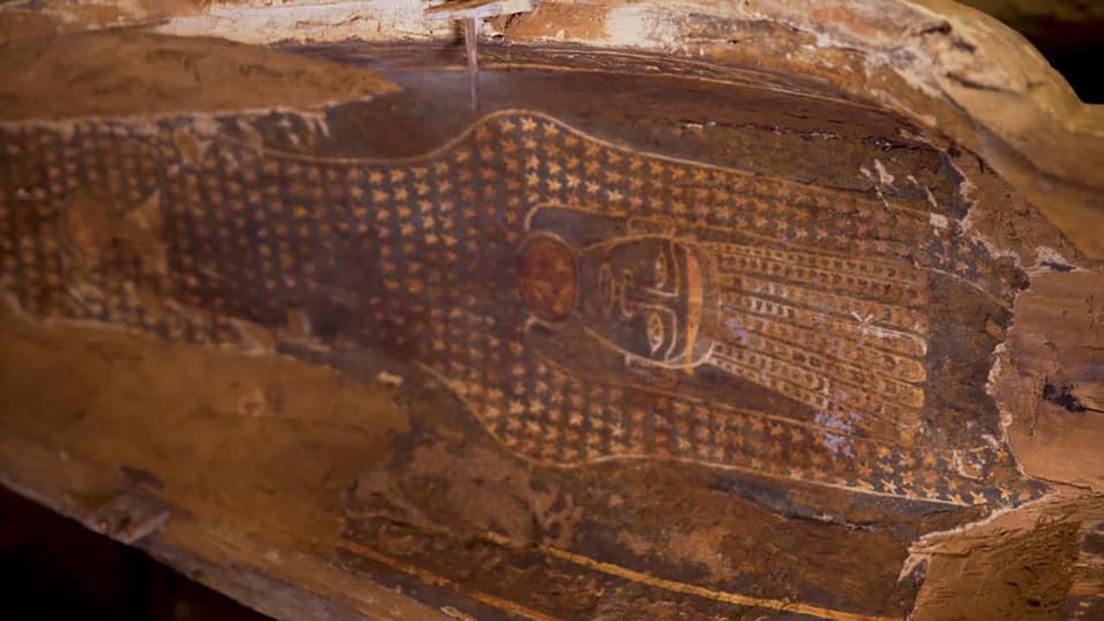 5f574aa159bf5b3c5b7ce8c9 Descubren en Egipto 13 sarcófagos de 2.500 años de antigüedad completamente sellados y en perfectas condiciones