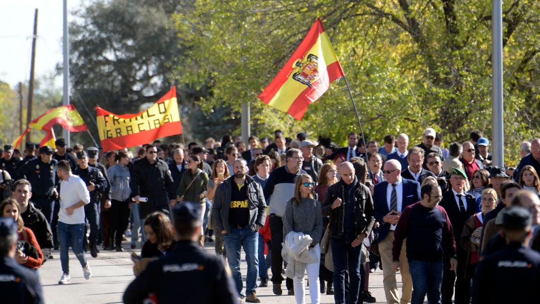 Manifestantes franquistas en el cementerio de Mingorrubio-El Pardo (Madrid). 24 de octubre de 2019Curto de la Torre / AFP