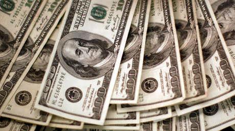 Pronostican que el dólar podría hundirse un 36 % frente al euro durante 2021