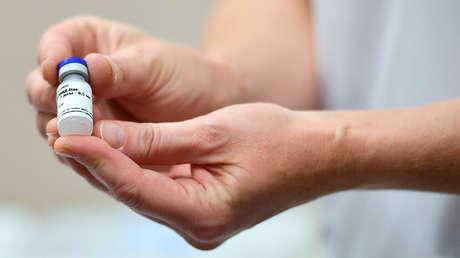 La vacuna Sputnik V causa efectos secundarios menores en el 14 % de los voluntarios