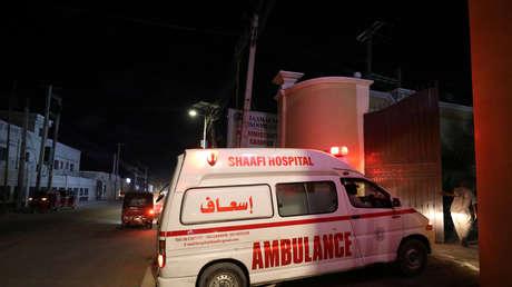 Una docena de hombres violan en grupo a una joven y luego la arrojan desde un edificio de seis pisos en Somalia