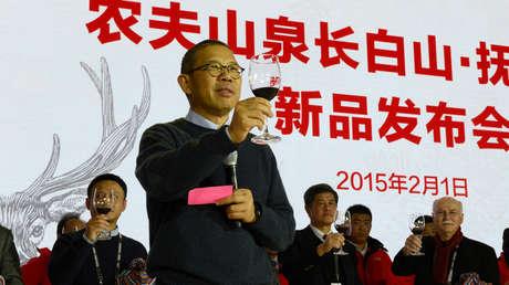 Un magnate del agua embotellada y las vacunas destrona a Jack Ma como el hombre más rico de China