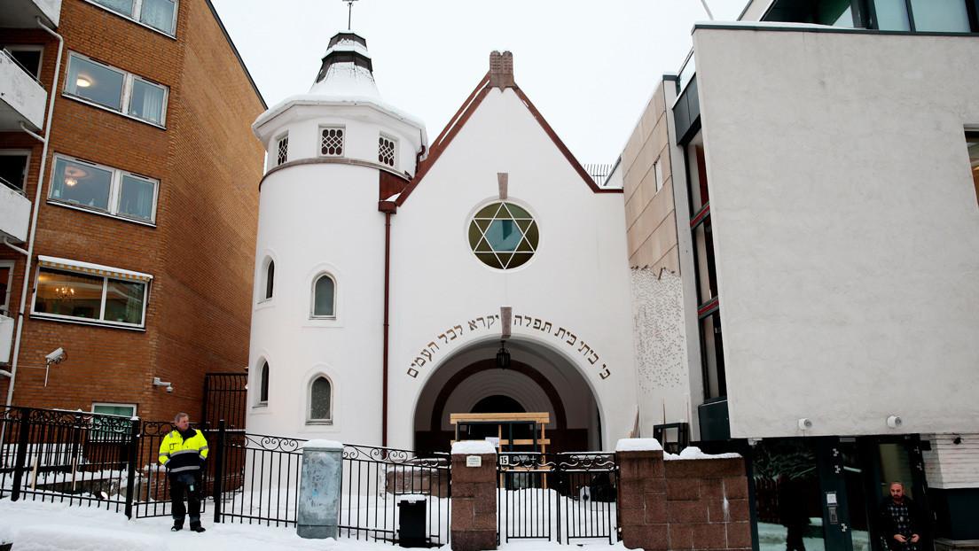 Neonazis noruegos difunden mensajes antisemitas frente a una sinagoga en Oslo